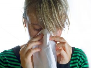 sneeze-woman-tissue